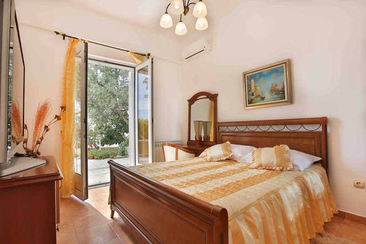 Stunning Doubleroom with Sea view Sveti Stefan