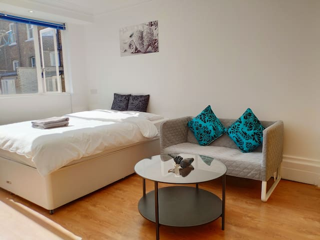 Central Modern Flat near Oxford Street ★★★★★ A2
