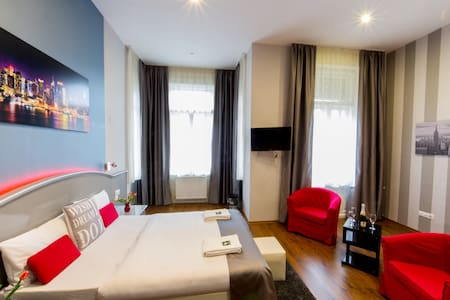 Ozon cleaned, desinfected double room with shower, WIFI, SMART TV, A/C.