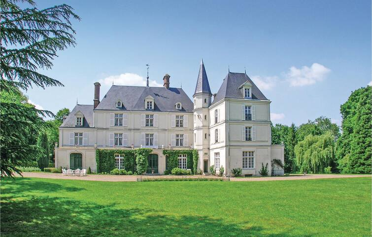Nice home in Allonne with WiFi and 10 Bedrooms