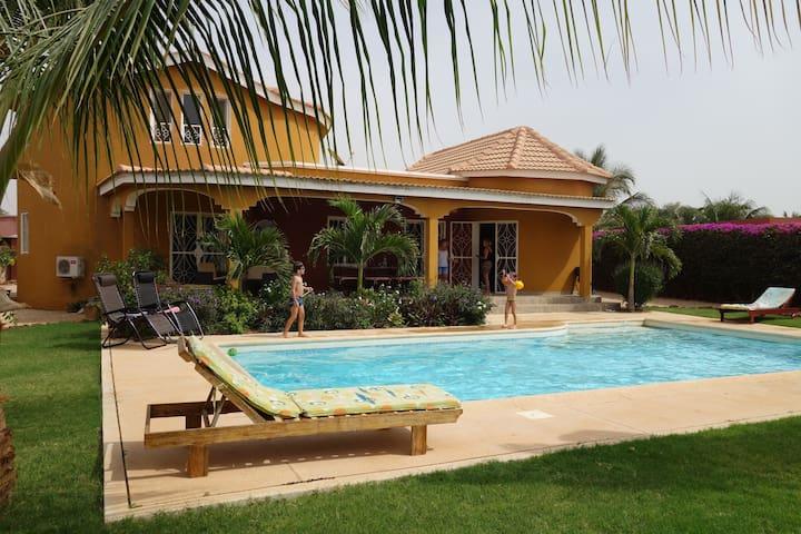 Ngaparou Villa  avec piscine privée 8/10 pers max