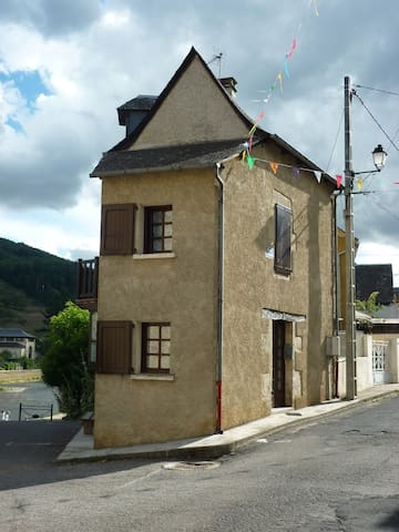 Sympathique maison de village au bord du lot