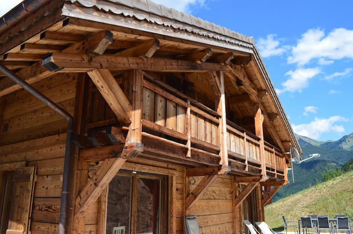 Beautiful new ski-in/ski-out chalet sleeping 12 - Saint-Jean-d'Aulps - Xalet