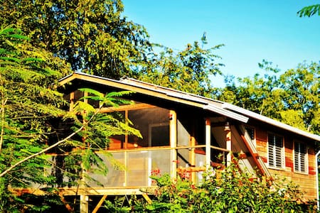 Compass Cottage  Tropical Family Tree Top  Retreat