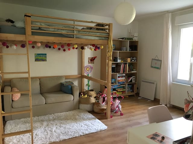 Grande chambre avec lit double en mezzanine