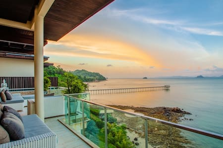 D-Lux 5 bed villa with incredible view over Sirey