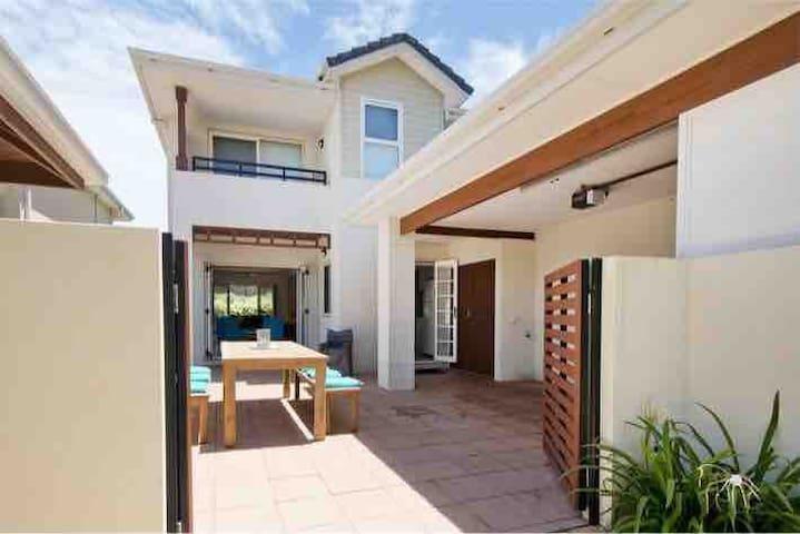 Perfect beachside villa - THE SANDS