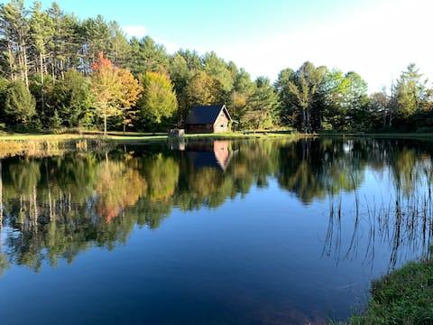 "Cozy 4-season Cabin on Pond - ""East Cabin"""