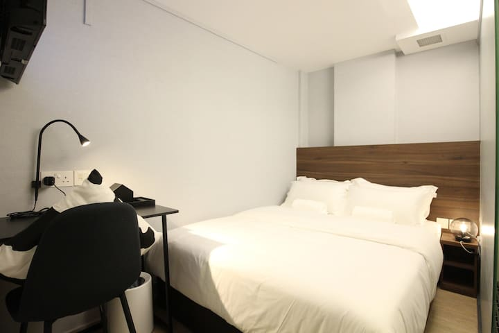 Short overnight stay near Bugis MRT (9pm-6am)
