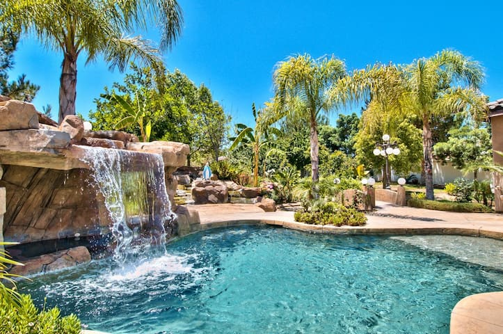 Private Family Ranch Estate Getaway! Pool, Spa,Gym