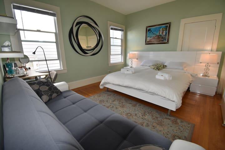 Sunny Room-King Size+Sofa Bed+Brkfast ~Golden Gate