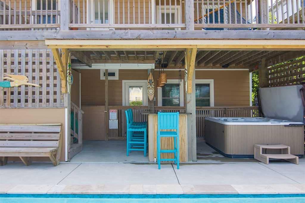JR98: Beach Brum | Tiki Bar