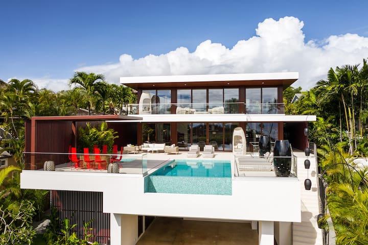 Diamond Head Beachside Estate