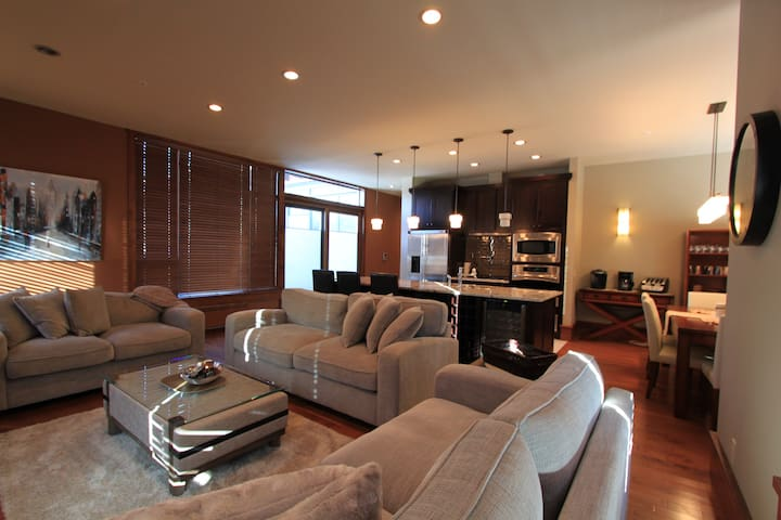 3 Bedroom Penthouse at the Historic 901