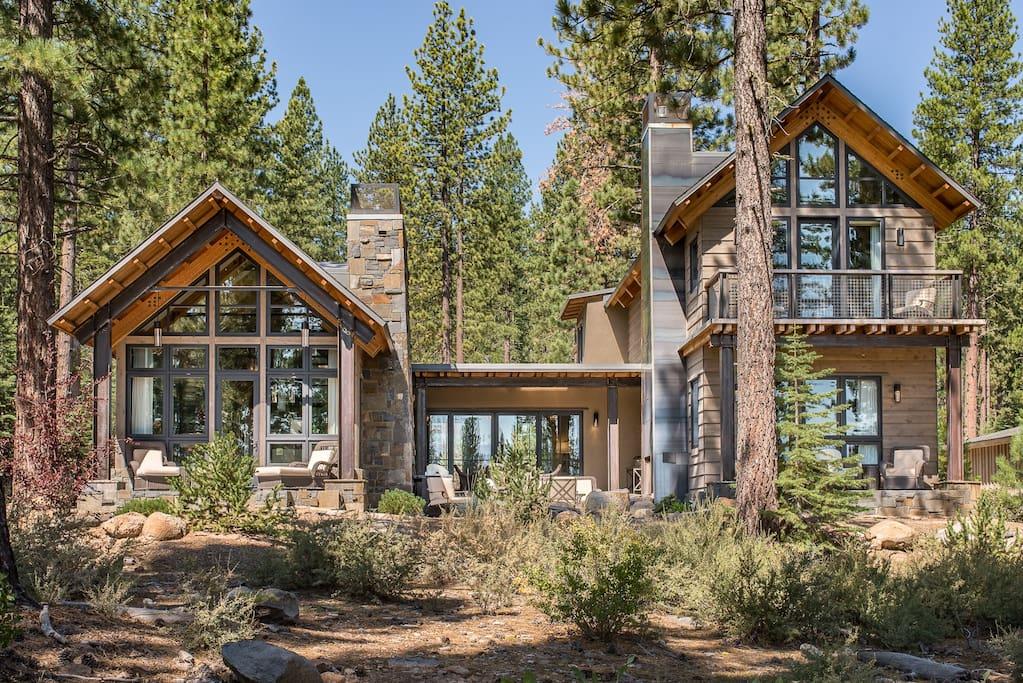 Award-winning rustic-modern design in Truckee, CA.