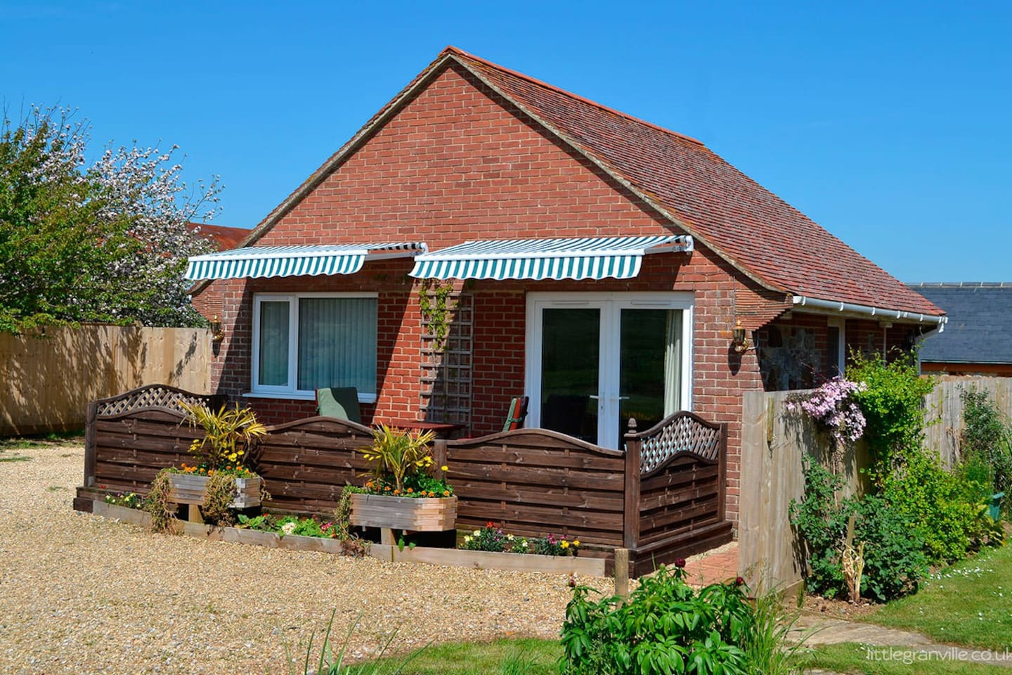 Little Granville Cottage - Countryside Self-catering cottage in a peaceful surrounding.