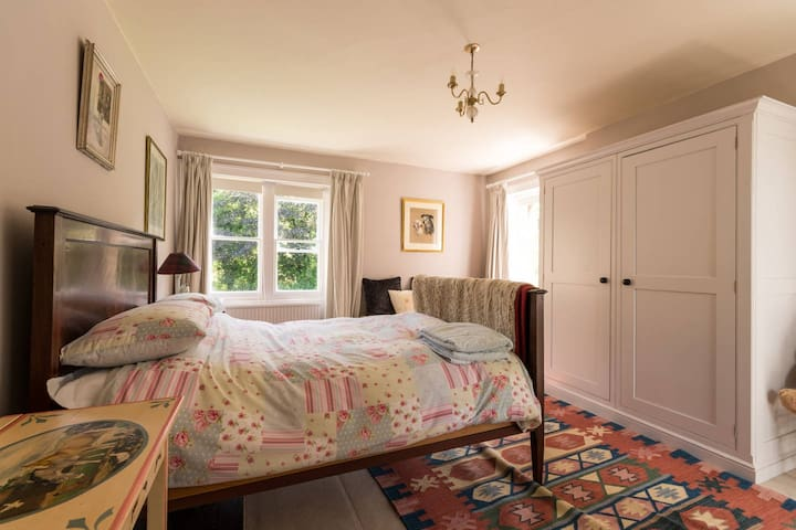 Pretty Double  Bedroom In The Cotswold Countryside - Wotton-under-Edge - Hus