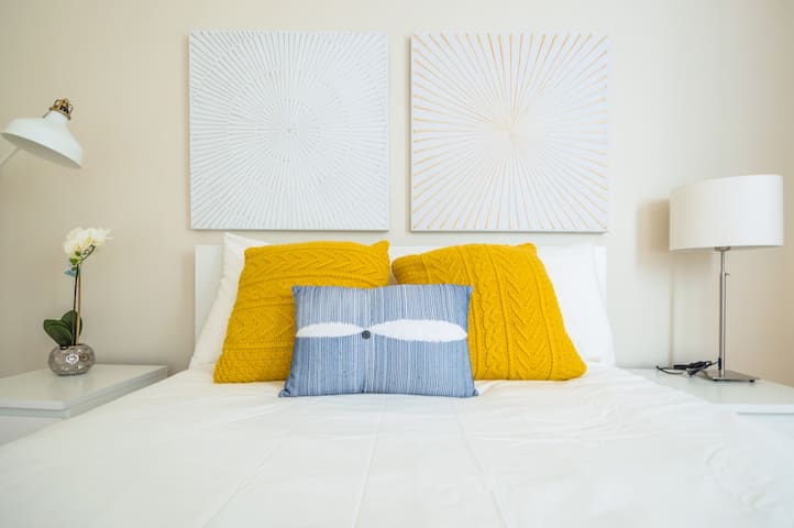 Room Snuggy Yellow - Little Italy
