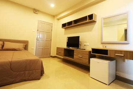 T3 Residence Soi Nakniwat 20 Standard Room 2 - Banguecoque