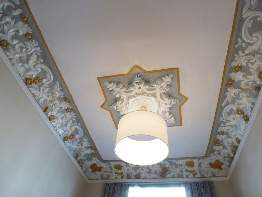 Livingroom with modernist ceiling!!