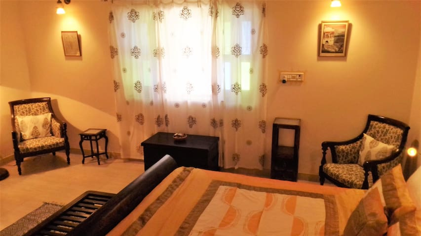 JASWANT NIWAS-Two private rooms for a family of 4