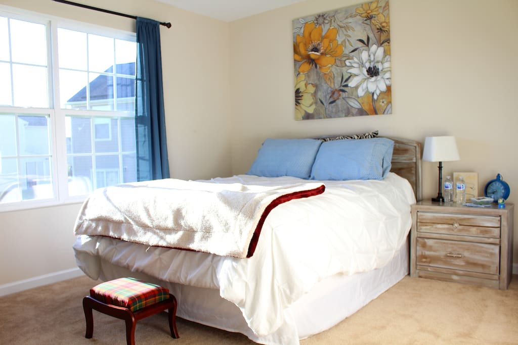 Feels like home! Private upstairs room overlooking neighborhood with Queen Bed. Located next to Elon University!
