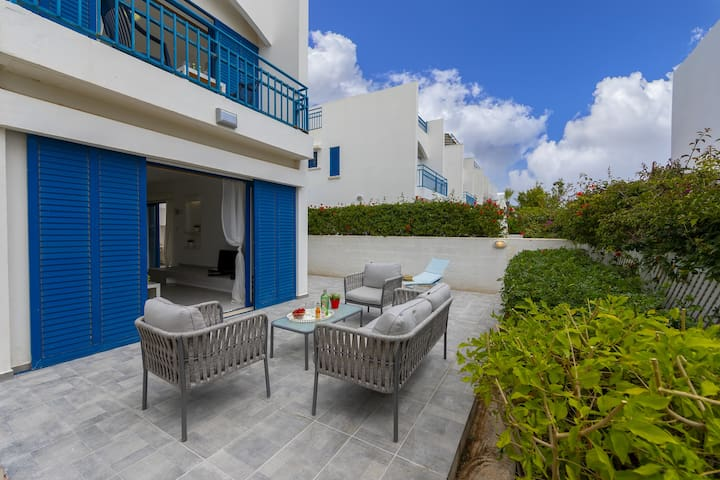Villa Stef, Renovated 3 walk to Fig Tree Bay beach