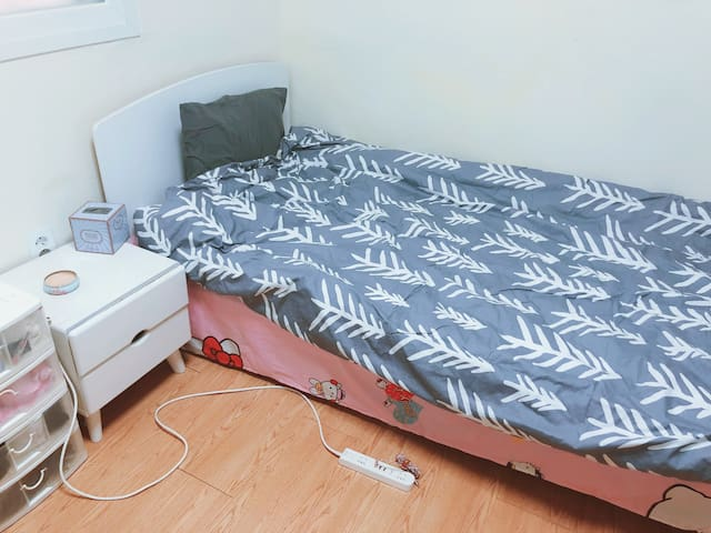 single room  close to the subway station 建国大学的单间出租