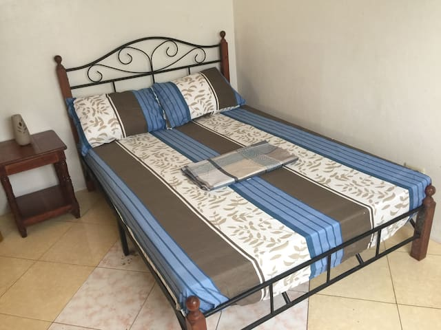 Standard Double Bed Private Room AC - Moalboal - Apartment