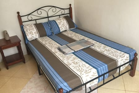 Standard Double Bed Private Room AC - Moalboal - Pis
