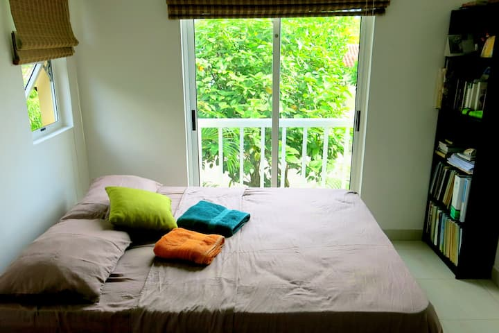 Very welcoming low budget apartment