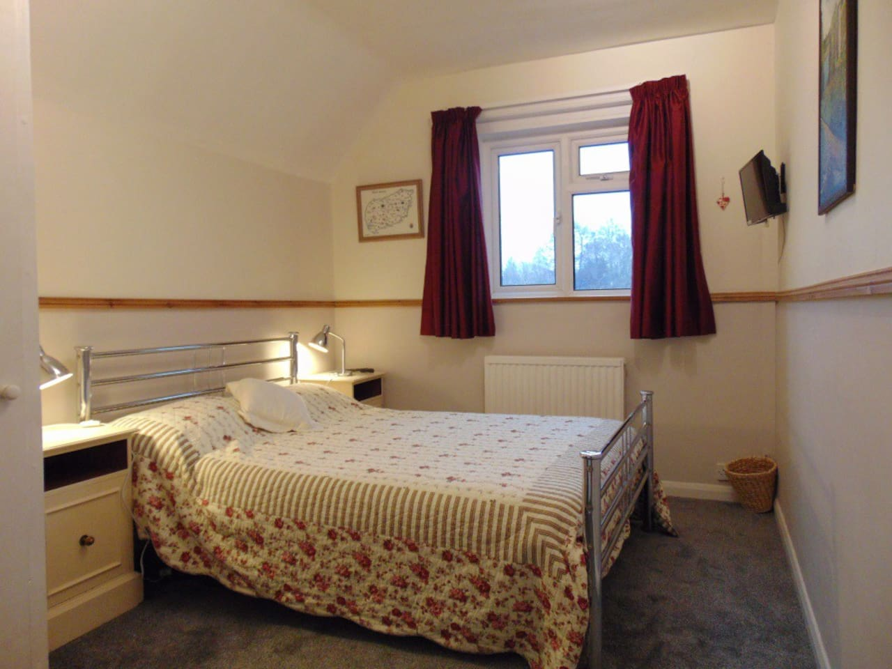 Comfortable bedroom near the South Downs