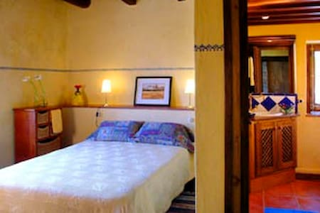 Habitación 5 - La Cellera de Ter - Bed & Breakfast