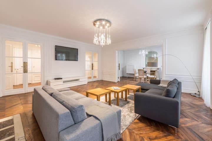 Luxueux appartement - 8P - Champs Elysées