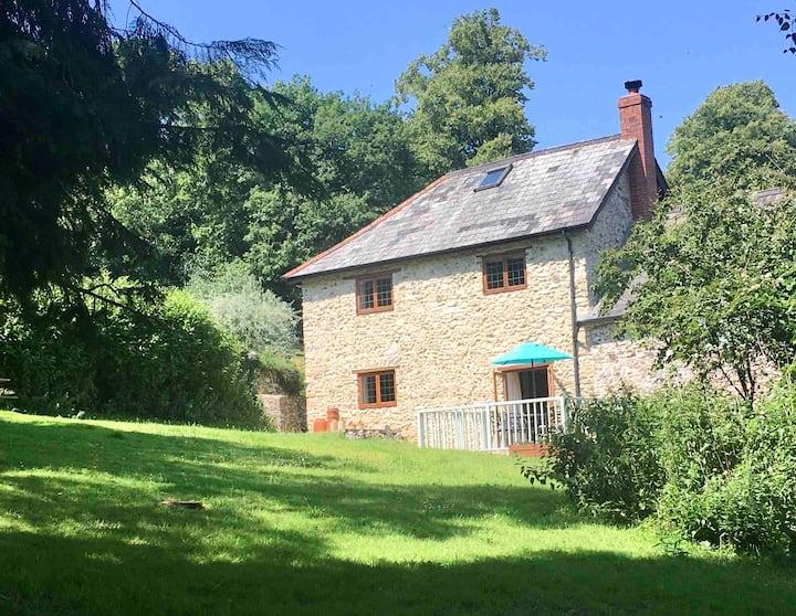 Cosy rural cottage in a peaceful AONB in Devon
