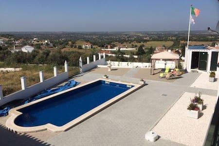 Villa Minnesma Figueira e Barros (casa pequena) - Figueira e Barros - Huis
