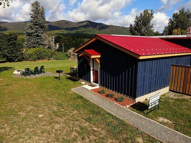Affordable, Adorable, 2 bed, 2 bath Cottage, Hot Tub, Lake, Dog Friendly: MVC