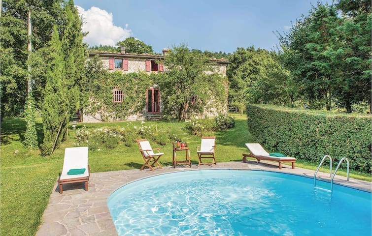 Holiday cottage with 7 bedrooms on 460 m² in Pieve S. Stefano AR