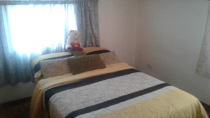 Cómodas habitaciones privadas en Centro de Quito.