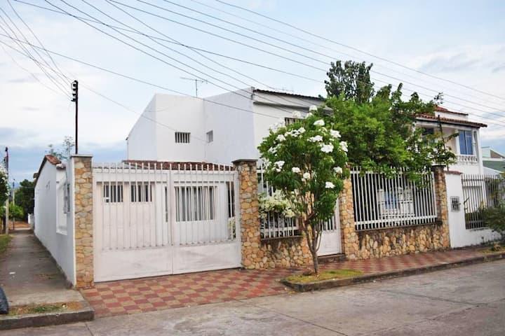 Amplia casa vacacional en Anapoima con piscina