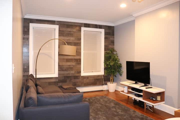 """Beautiful and great room """"1 minute from subway L"""""""