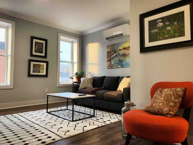 Antique Suite - Langford Suites by 14th Coffee Co.