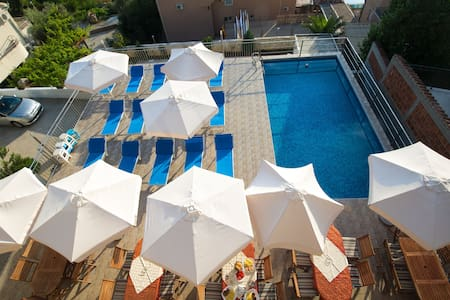 Apartment with pool in  BLIZIKUĆE - Blizikuće