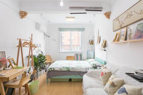 The Bund 7 mins walking +Lujiazui view apartment