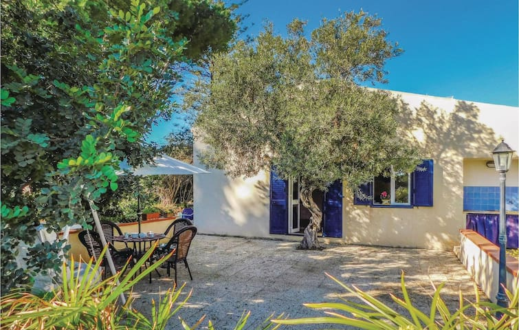 Holiday cottage with 2 bedrooms on 110 m² in S.Croce Camerina RG