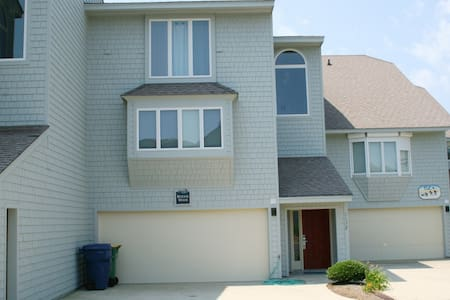 Spacious/Pet-Friendly OBX Rental - Close to Beach!