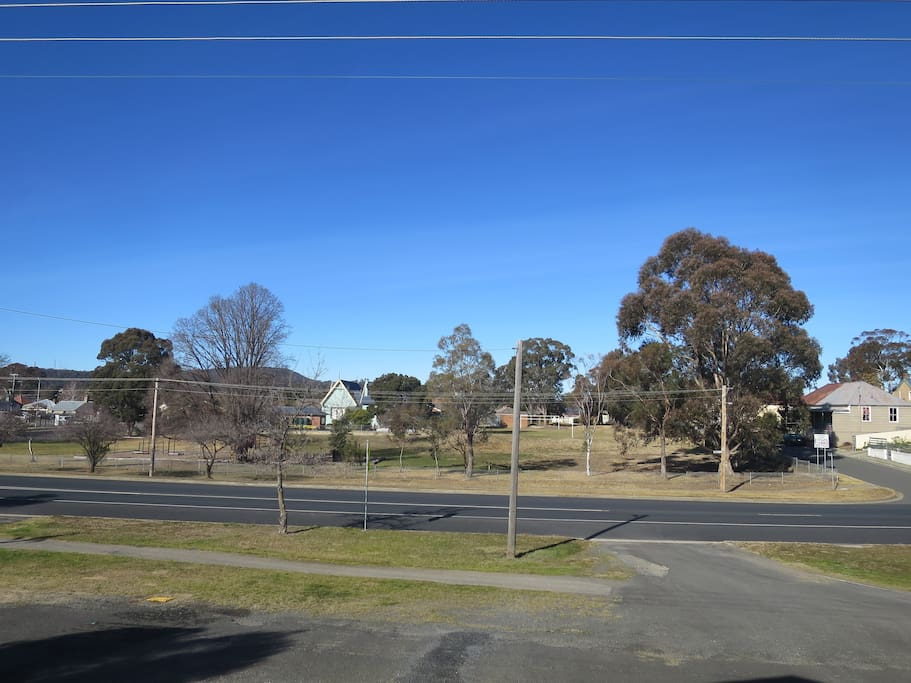 The house looks across to Goulburn South Public School. It is a quick 5-10 minute walk to the main street of Goulburn