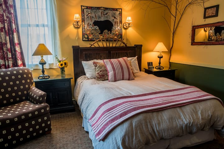 Two-Room Suite at The Common Man Inn & Spa