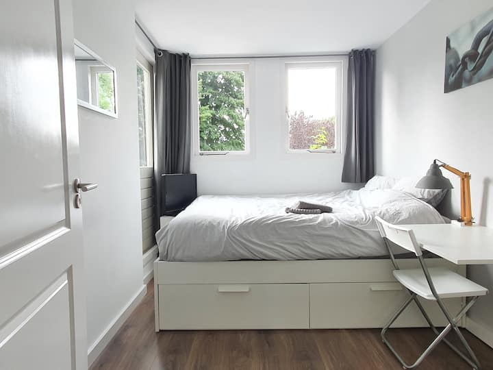 ⭐Double bedroom - at City Center - FREE PARKING