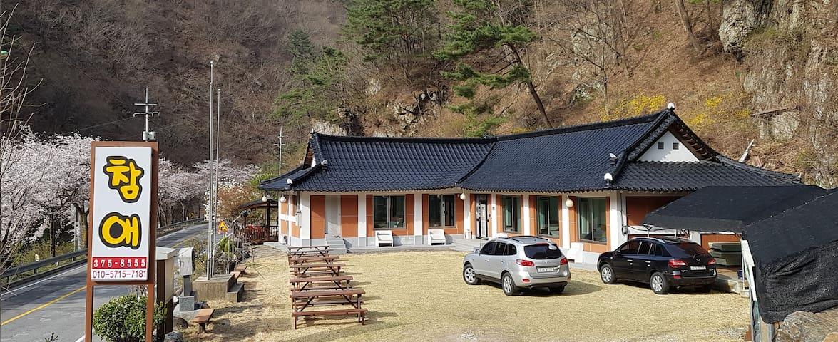 청정계곡인 김삿갓계곡에서 계곡 물놀이와 바베큐의 향연을 즐길 수 있는 가성비의 끝판왕!!